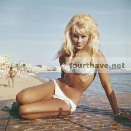 Elke Sommer Bikini
