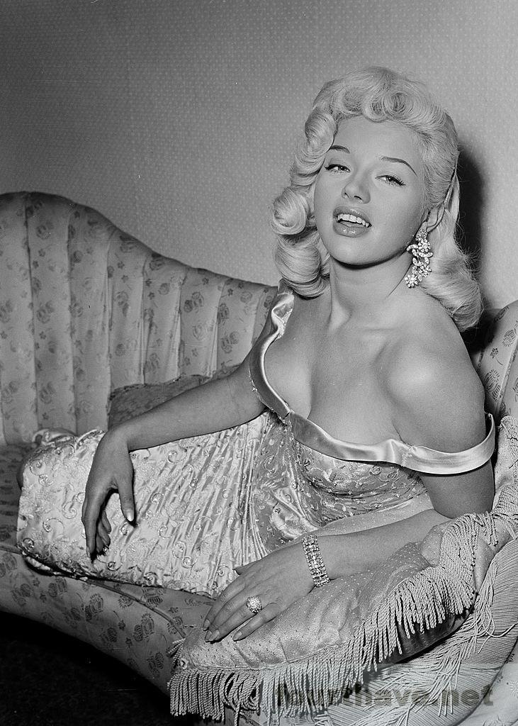 diana dors, 1957