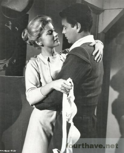 Dolores-Hart-Robert-Wagner-Sail-a-crooked-ship-1961-de-Irving-Brecher.